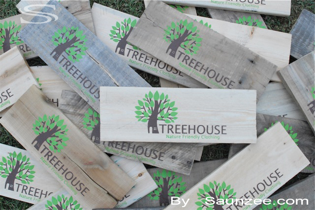 Saunzee Custom Barn Wood Sign Thin Wood Crates Signs Wood Pallet Signs Weathered Wooden Signs Creative Graphic Point of Purchase Sign Visual Marketing Advertising Sign Merchandising Signs Manufacturing Production Signs Treehouse