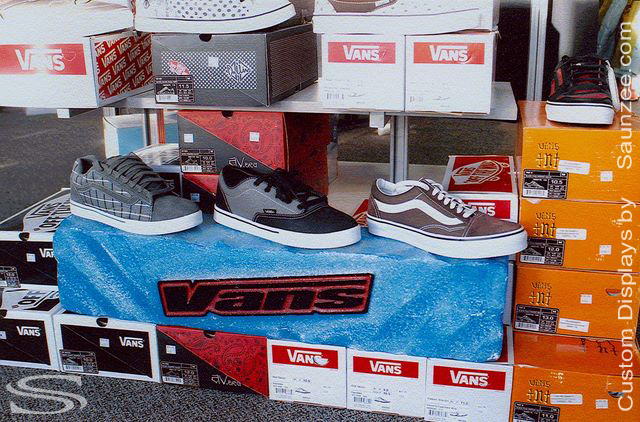 Saunzee_Custom_Displays_Retail_3D_Shoe_Floor_Display_Shoe_3D_Block_Display_Props_Foam_Molded_Shoe_Display_Top_Foam_Props_Double_Sided_Vans_Shoe_Display.jpg