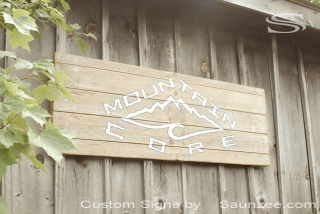 Saunzee Custom Vintage Signage Old Wood Sign Mountain Core Board Shop Sign Outdoors Mountain Core Snowboard Sign OC