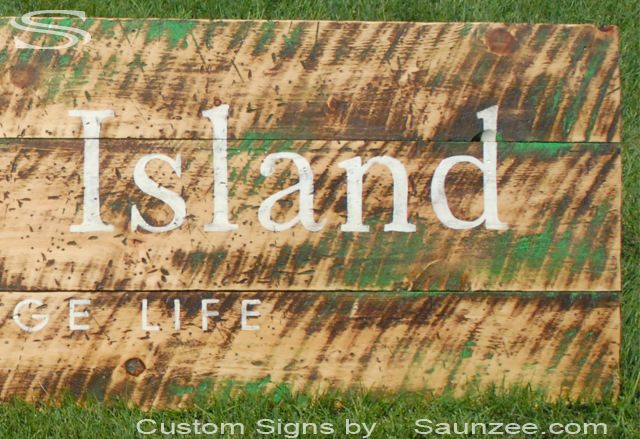 Saunzee Custom Vintage Signs Close Up Photo Rustic Weathered Wood Sign Thursday Island Urban Vintage Life Signage